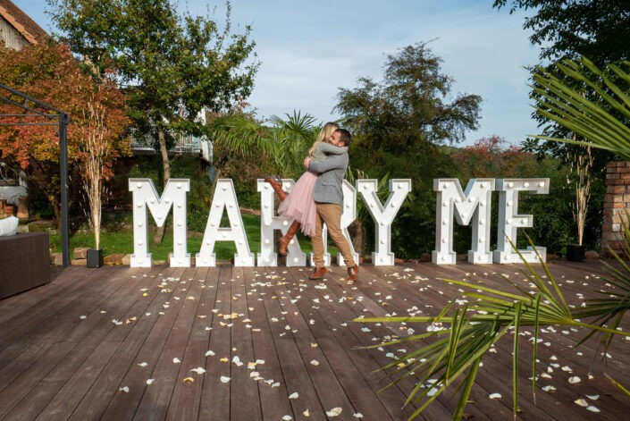 Tolle XXL Marry Me Leuchtbuchstaben